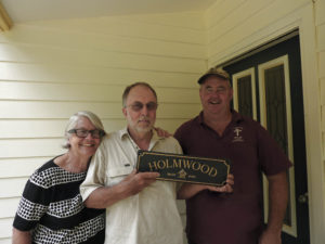 Holmwood - Pam and Ewen with Doug the builder built by Farm Houses of Australia