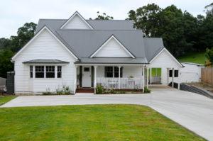 Korumburra - Traditional country cottage suburban block built by Farm Houses of Australia