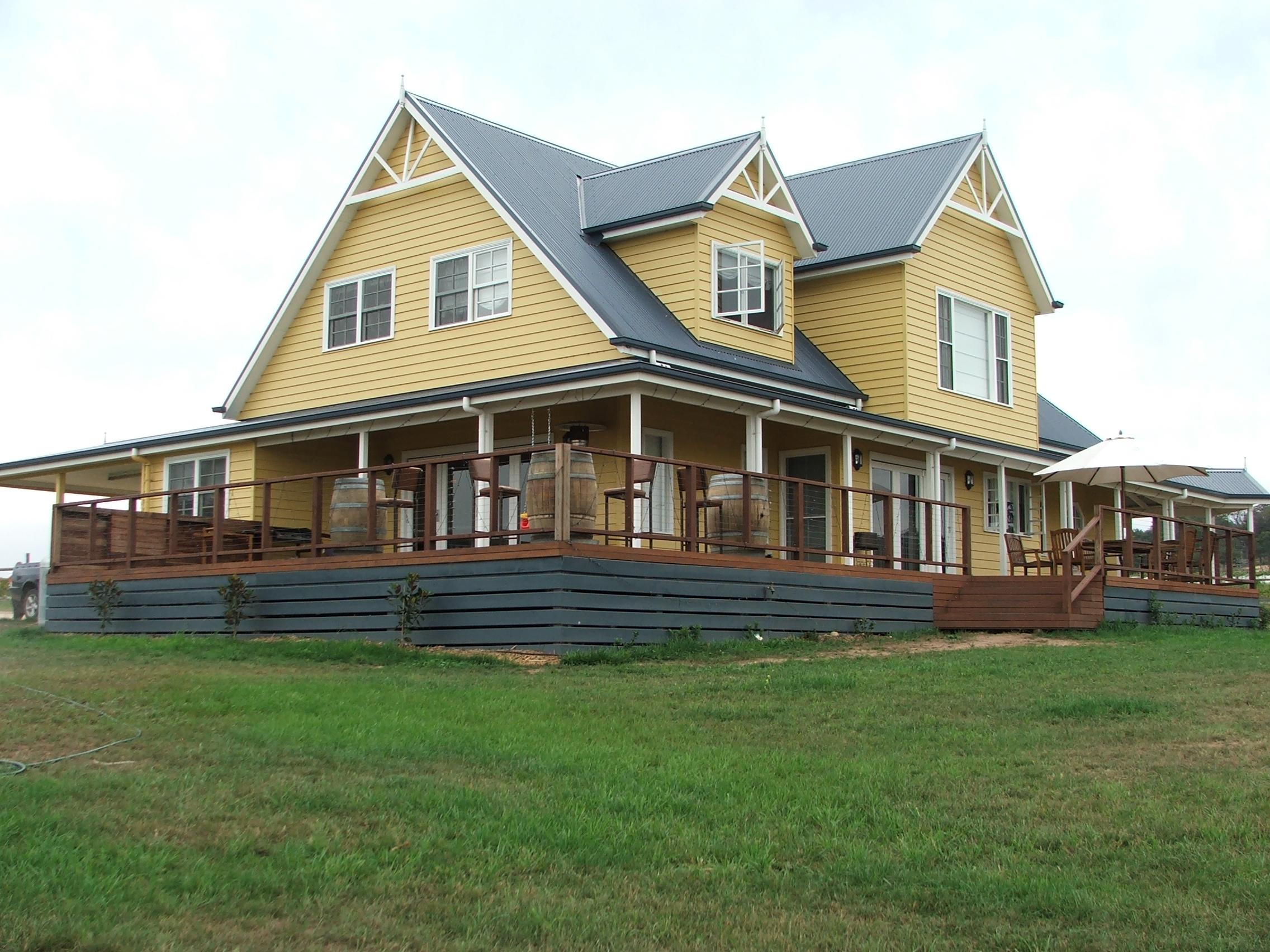 Maffra - Blue Gables Vineyard traditional country home built by Farm Houses of Australia