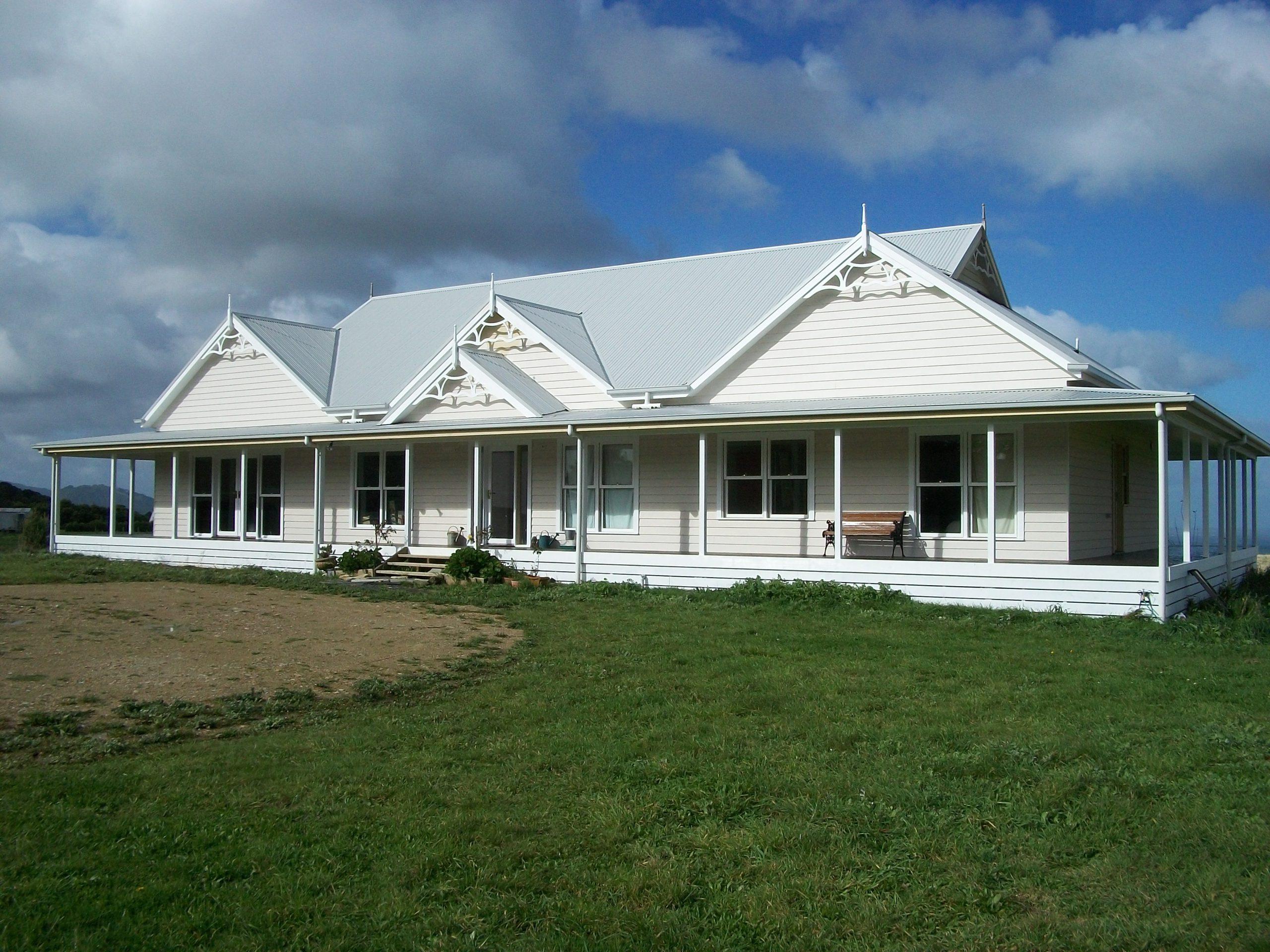 O'Grady's Ridge - Twin Gables, a double verandah line and Dutch Gables create a timeless, traditional roof line built by Farm Houses of Australia